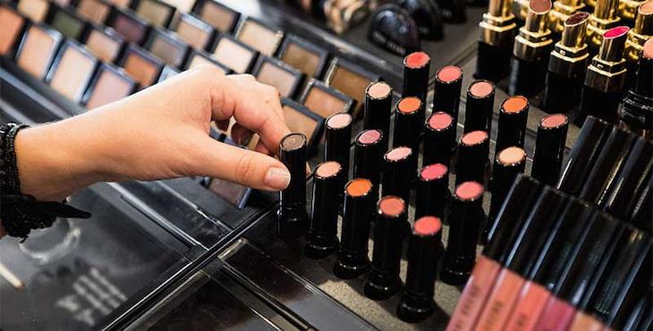choosing-lipsticks