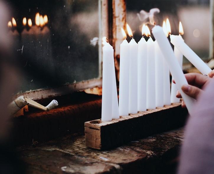 White smokeless candles