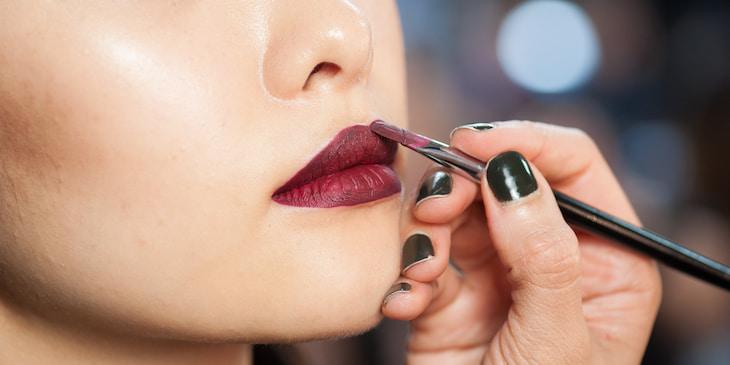 applying-lipstick-perfectly