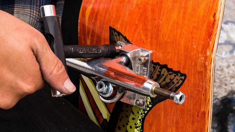 skateboard truck repair